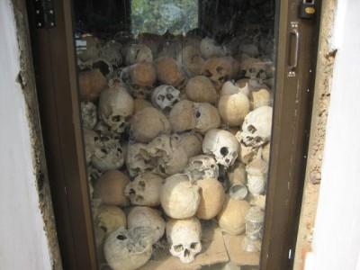 skulls of Wat Thmei