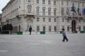 Running around the enormous Piazza de la Unita.