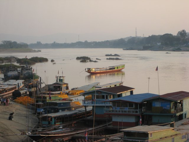slow boats docking